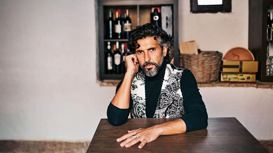 Arcángel ofrece una clase magistral de cante flamenco