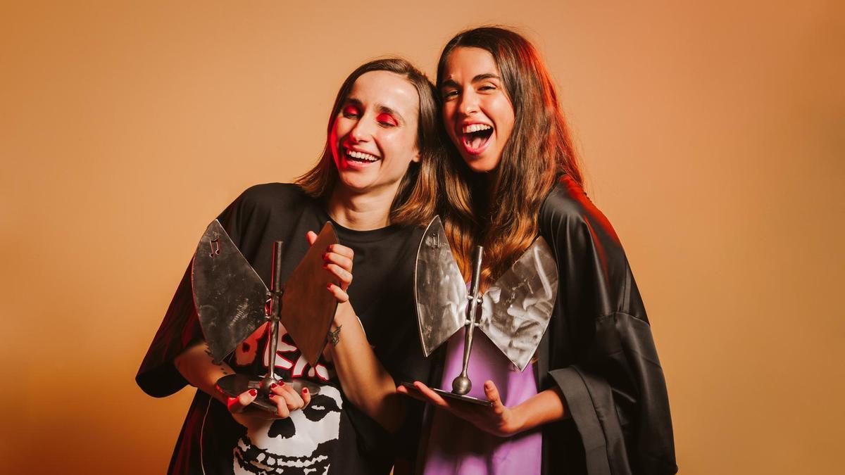 Zahara y Anaju, cada una con su premio de la música aragonesa.