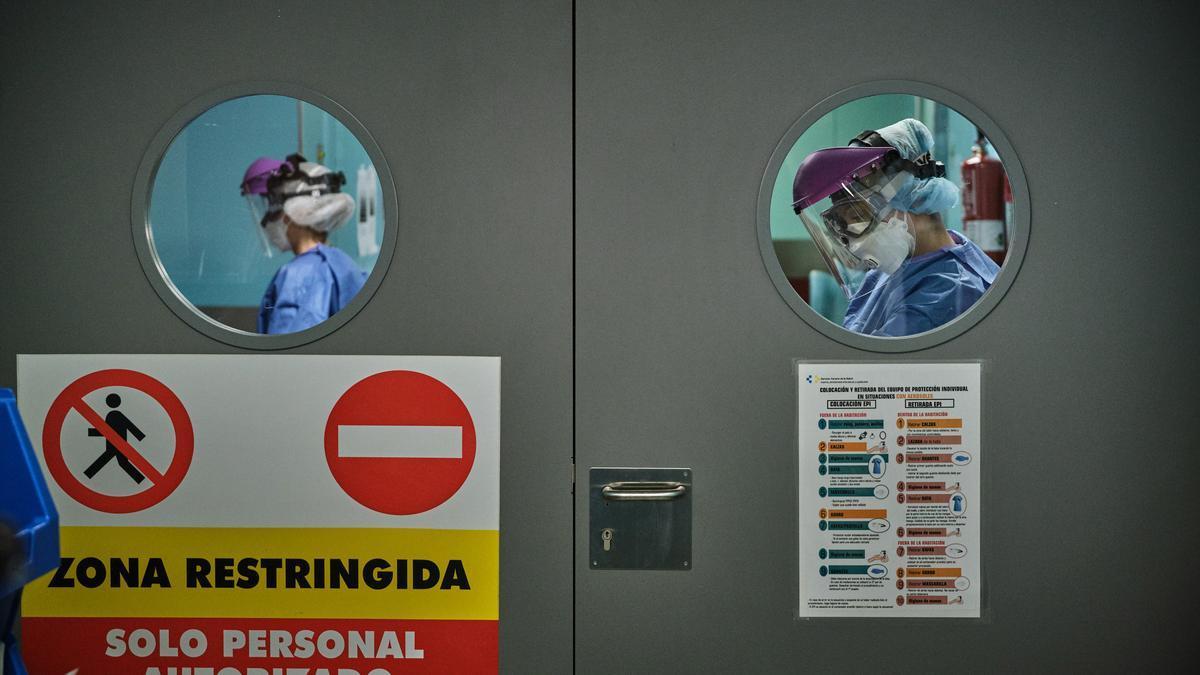 Zona de un hospital tinerfeño para atención a pacientes Covid-19 durante el inicio de la pandemia.