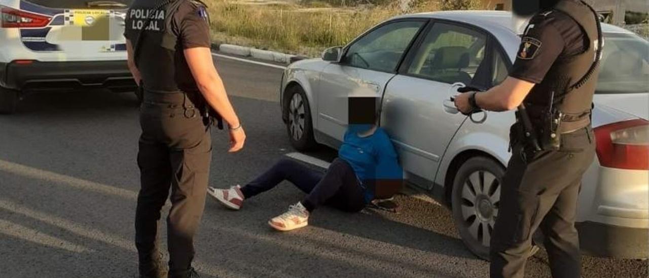 El detenido tras ser interceptado en Aspe.