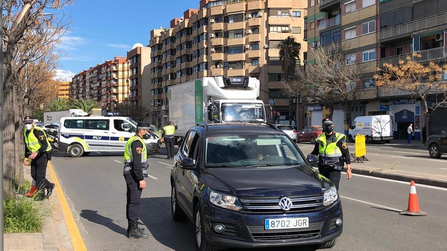 Embossaments en els accessos i les eixides de València en el tercer divendres de tancament perimetral