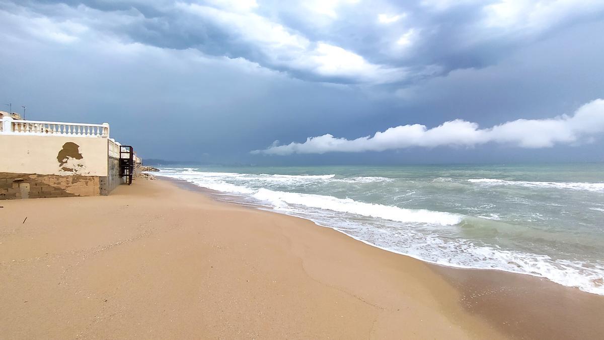 La playa de la Goleta de Tavernes, donde ha desaparecido la arena