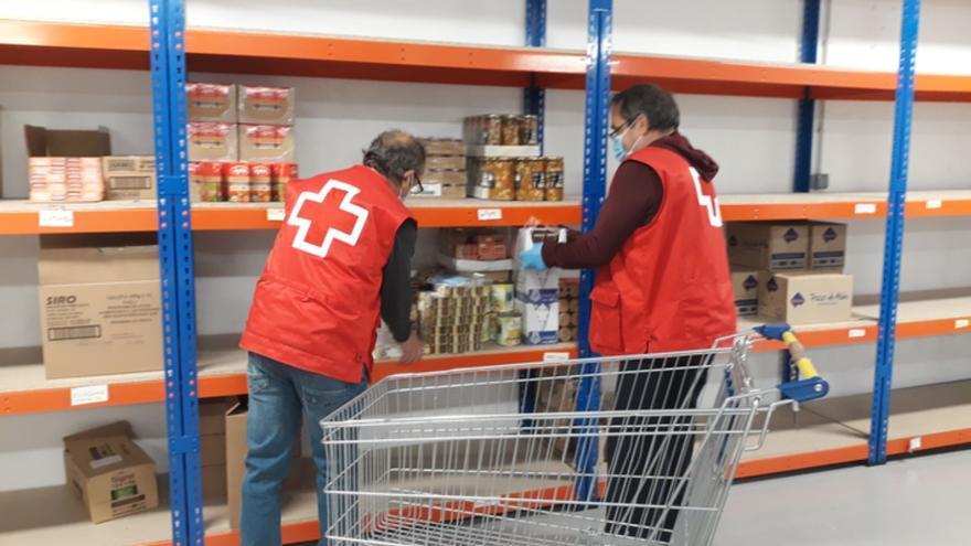 Los alimentos y donativos del Besamanos de Toro se destinan a Cáritas y Cruz Roja