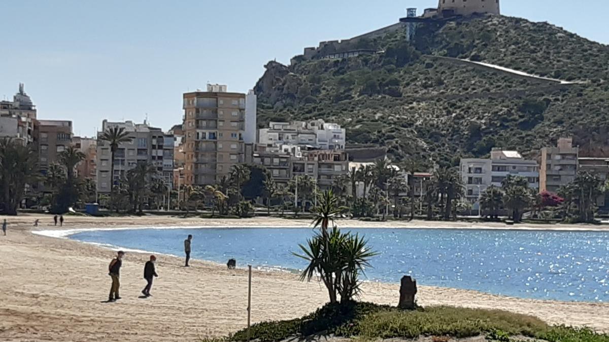 Águilas habilita sus playas urbanas para que los vecinos paseen