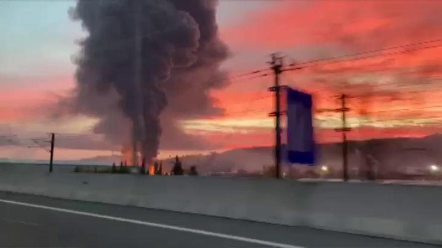 Emergencia química en Barcelona por un incendio en una planta de disolventes