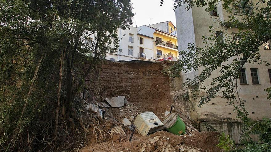 El socavón de Moixent obliga a desalojar a dos familias