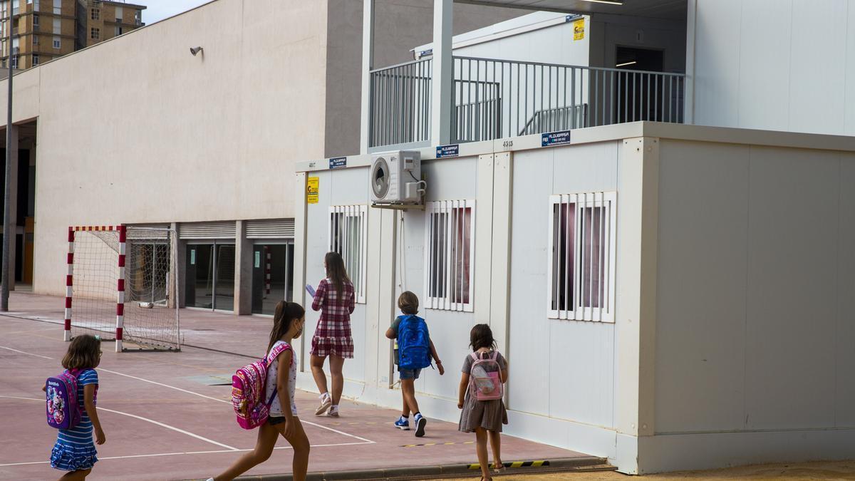 Barracones del colegio La Almadraba, en San Juan.