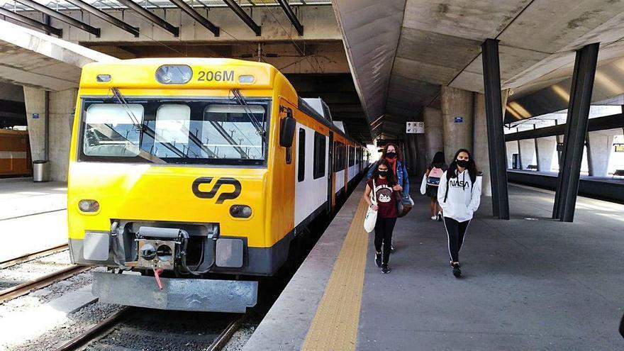 """La """"lotería"""" del Tren Celta: tres averías en tres semanas en un servicio recortado a la mitad"""