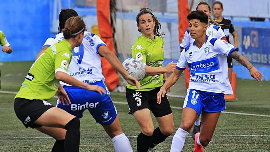 María José de frente y Martín-Prieto de espaldas fueron las goleadoras. | | G. ARBELO
