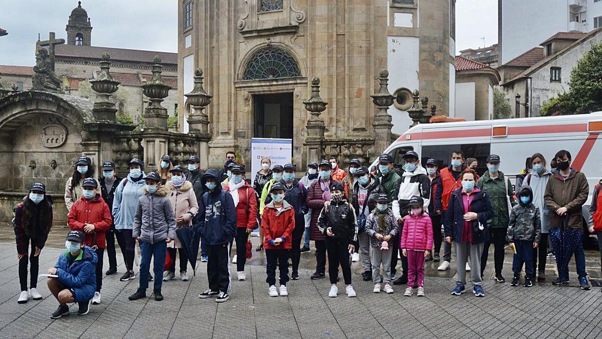 Los participantes al inicio de la marcha frenta a la Peregrina.     // RAFA VÁZQUEZ