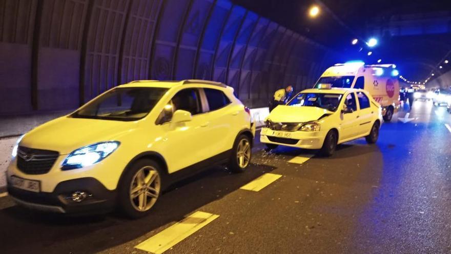 Dos heridos en un accidente en el túnel Julio Luengo