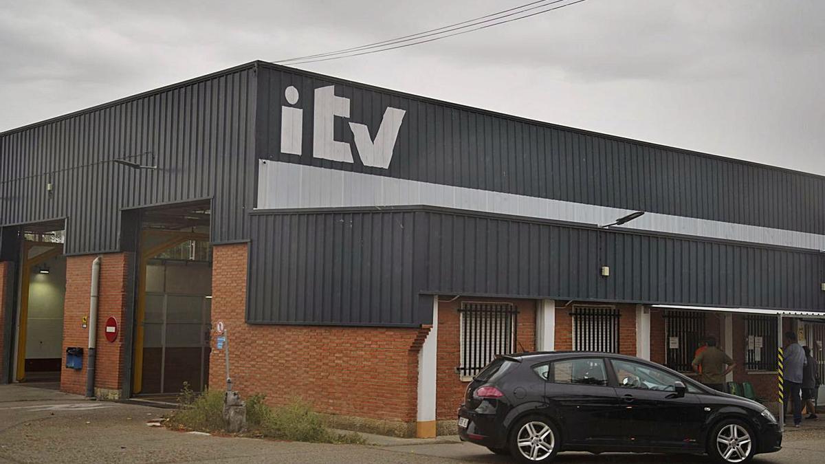 Estación de ITV de Morales del Vino, ayer.   Jose Luis Fernández