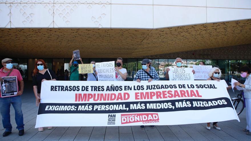 Las Marchas por la Dignidad protestan en Córdoba por los retrasos en juicios de más de tres años