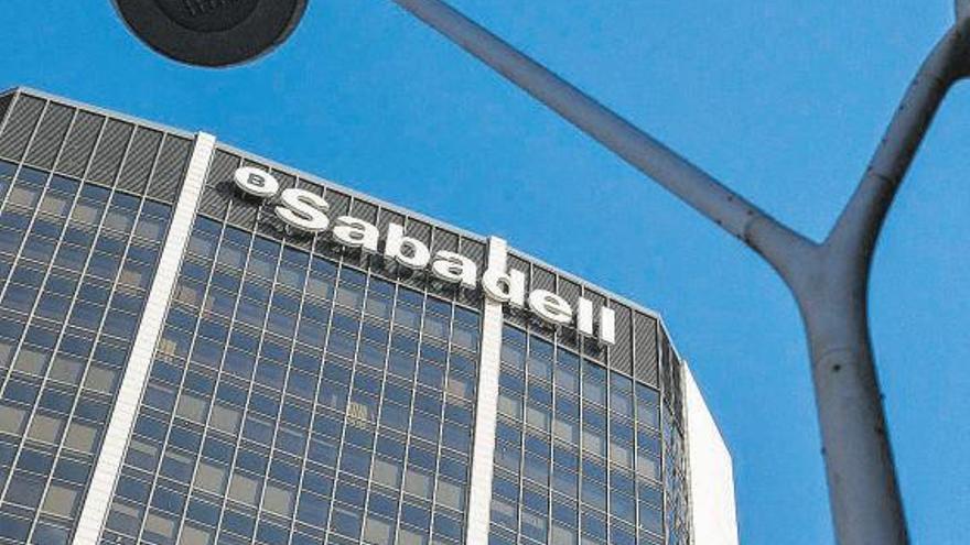 Banco Sabadell ultima un plan de ajuste para reducir 2.000 empleos