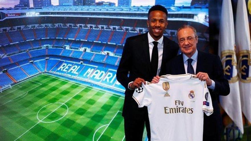 Militao se marea al ser presentado como nuevo jugador del Real Madrid