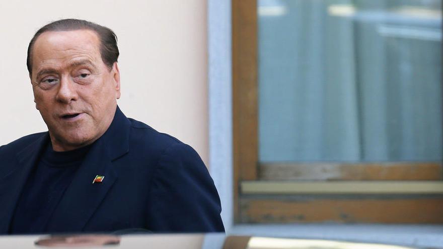 Berlusconi sigue dando positivo por coronavirus un mes después de su contagio