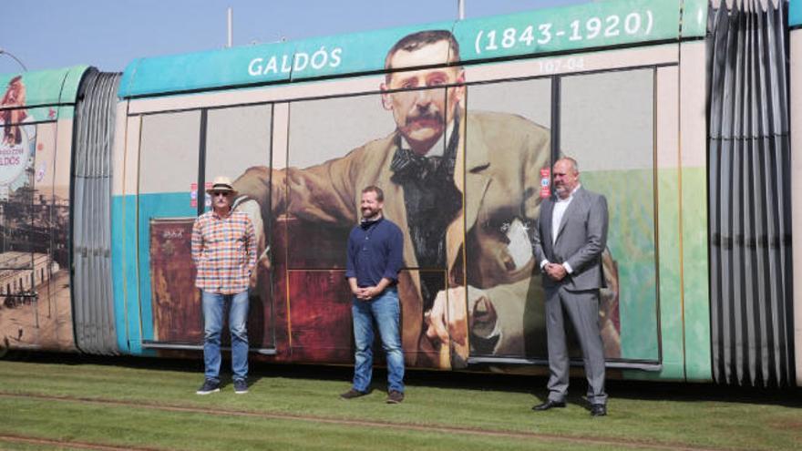 El tranvía de Tenerife rotula sus vagones con Don Benito por el centenario de su muerte