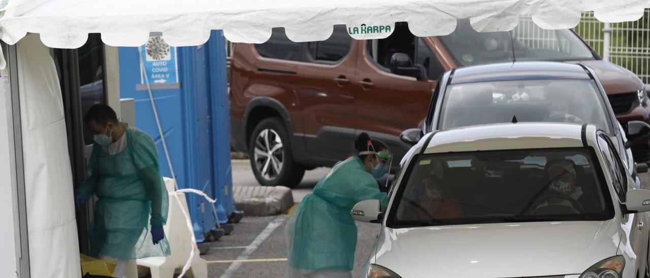Carpa autocovid en el hospital de Cabuñes