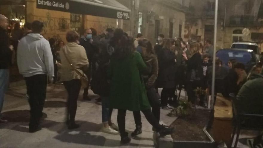 "Vecinos denuncian un ""botellón"" en Churruca sin distanciamiento social"