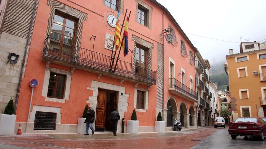 Un juez obliga al Ayuntamiento de Cocentaina a proporcionar EPI al personal y realizar desinfecciones y test