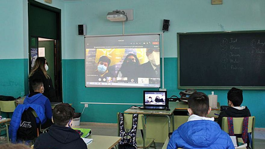 El Foro Comunicación y Escuela se centra en la ciencia en su primera actividad telemática
