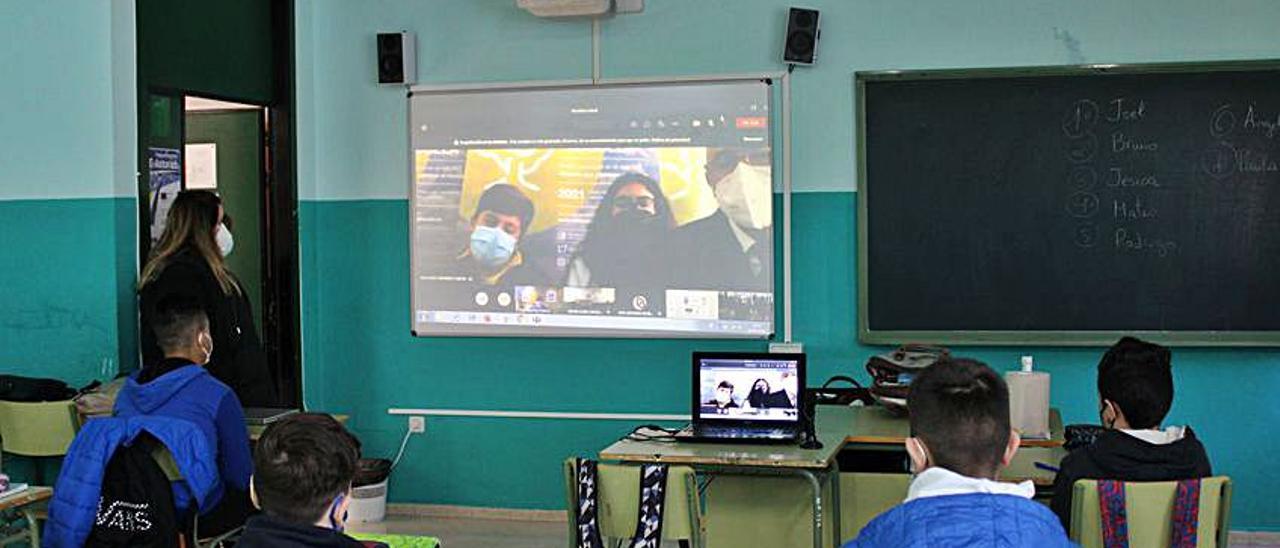 Un momento de la primera actividad con seguimiento virtual del Foro Comunicación y Escuela.   Reproducción A. M. S.