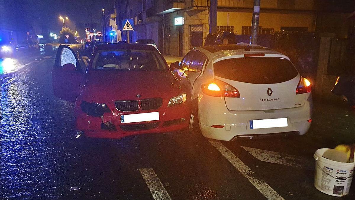Los dos vehículos siniestrados en Corvillón el domingo.    // CEDIDA