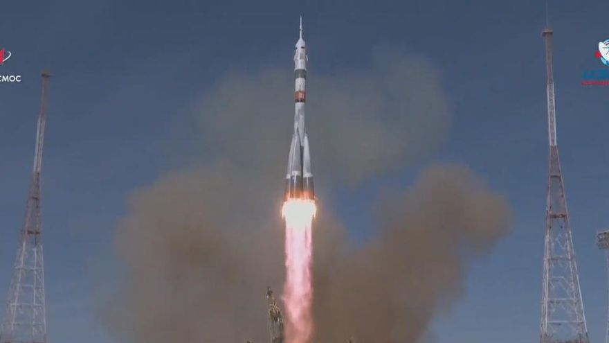La nave tripulada rusa Soyuz MS-17 parte hacia la Estación Espacial Internacional