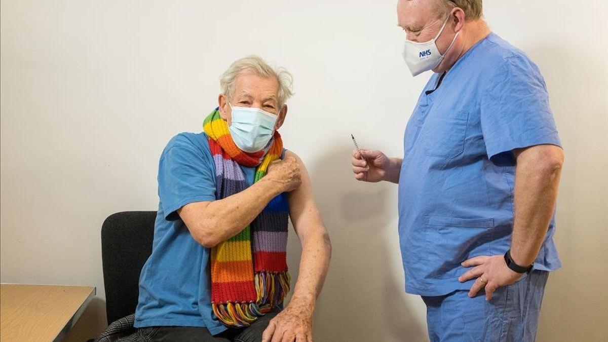 Gandalf es mago pero por si acaso también se vacuna contra el covid