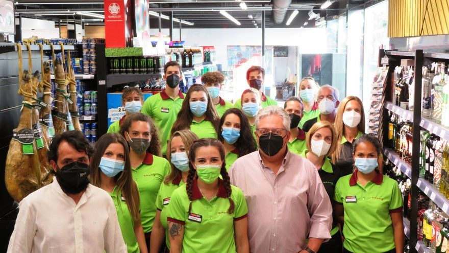 Inaugurada una nueva superficie para la venta de alimentación en Monesterio