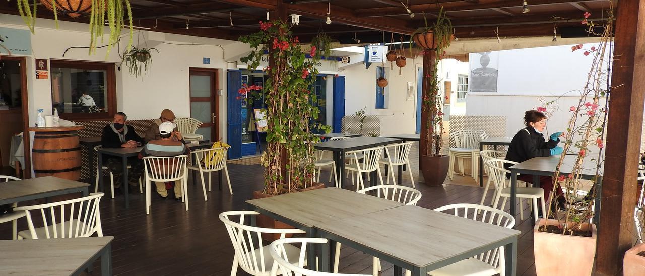 Un bar cerrado en Formentera, imagen de archivo.