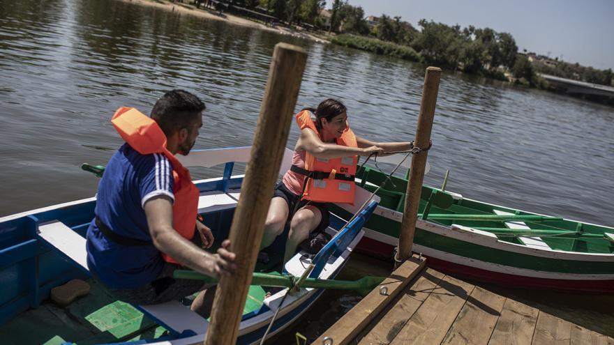 Regresan las barcazas turísticas a las aceñas de Olivares de Zamora