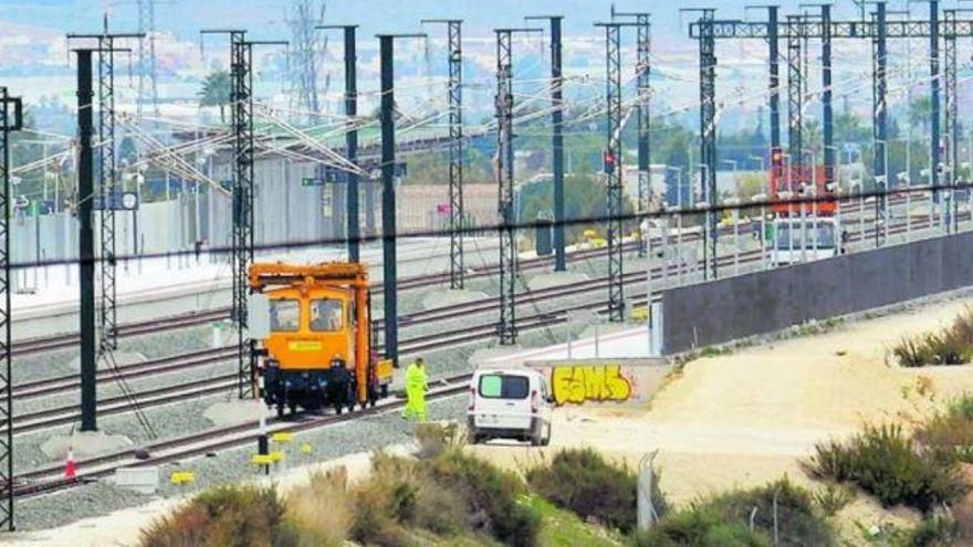 El AVE Orihuela-Madrid comienza a funcionar el próximo lunes