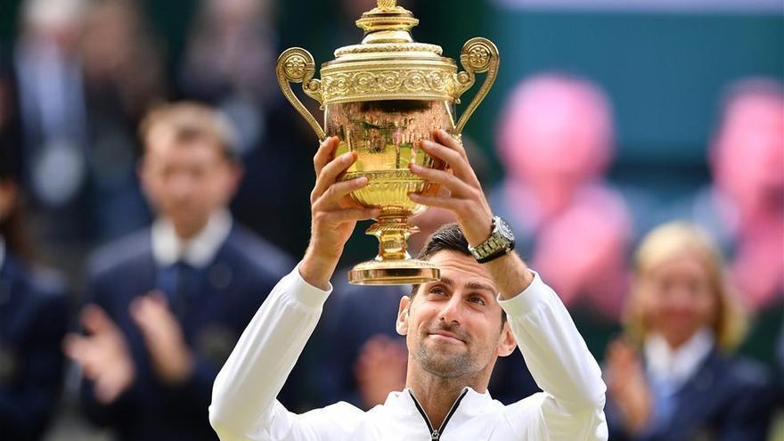 Djokovic gana a Federer en la final más larga de Wimbledon