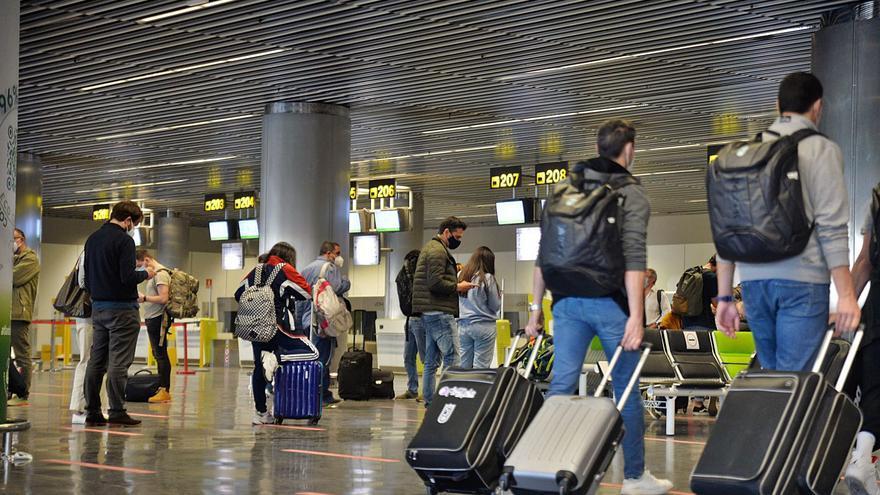El bloqueo de Barajas limita a nueve las operaciones entre Canarias y la capital
