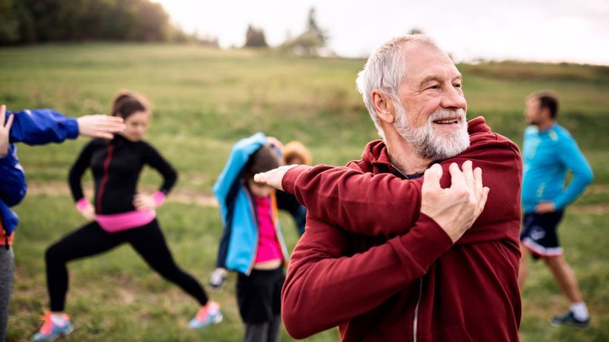 El ejercicio moderado, clave para evitar caídas en las personas mayores