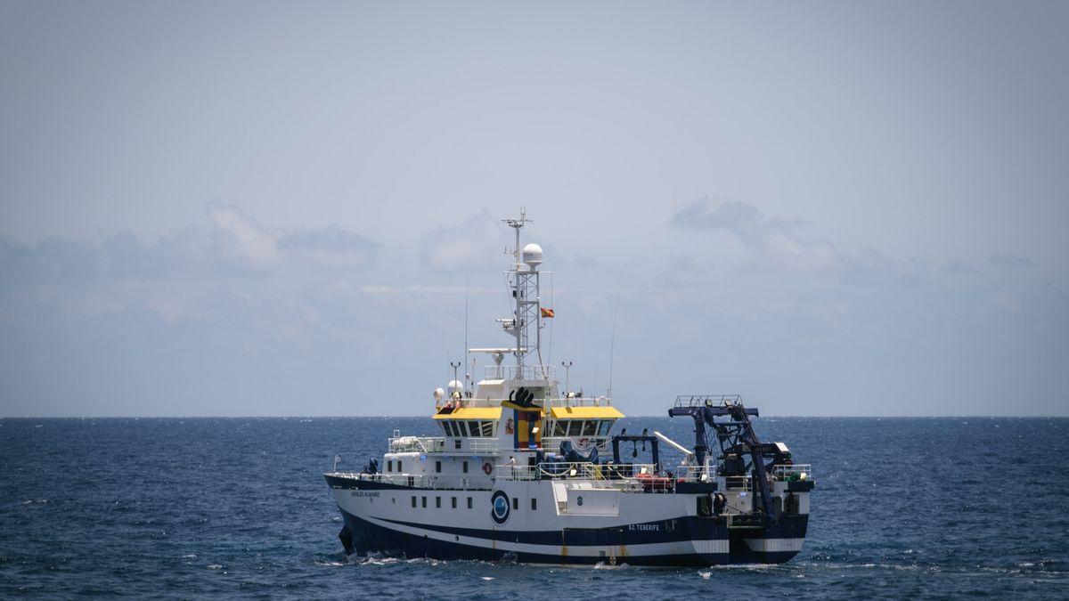 El buque 'Ángeles Alvariño' sigue buscando a Anna y Tomás Gimeno en la costa de Tenerife.