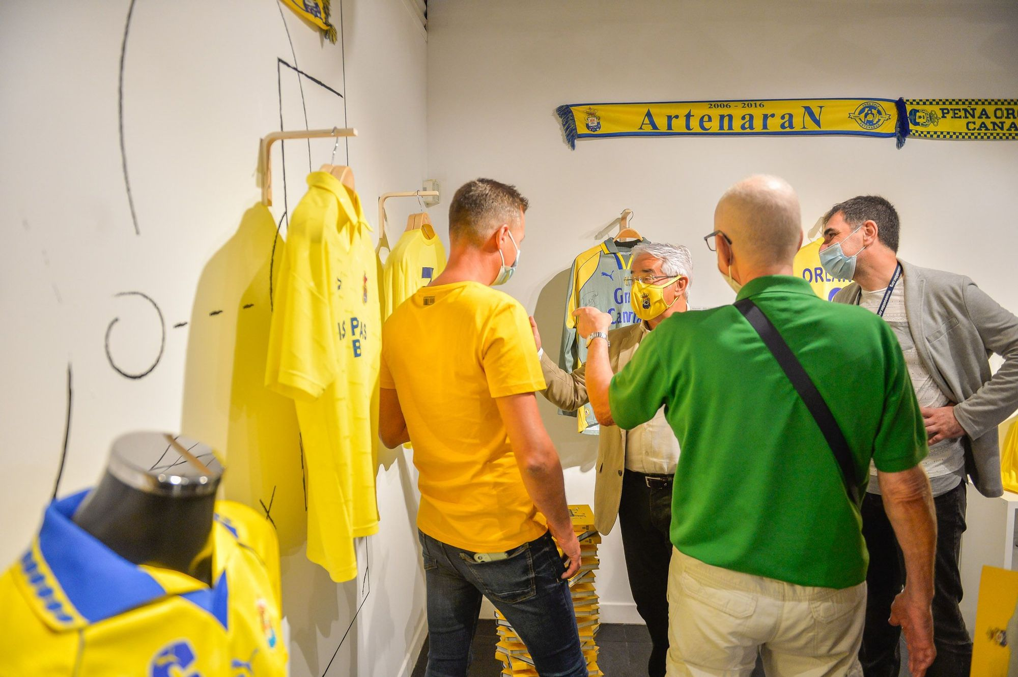 Exposición 'Amarillo. Un recorrido por la equipación de la UD Las Palmas'