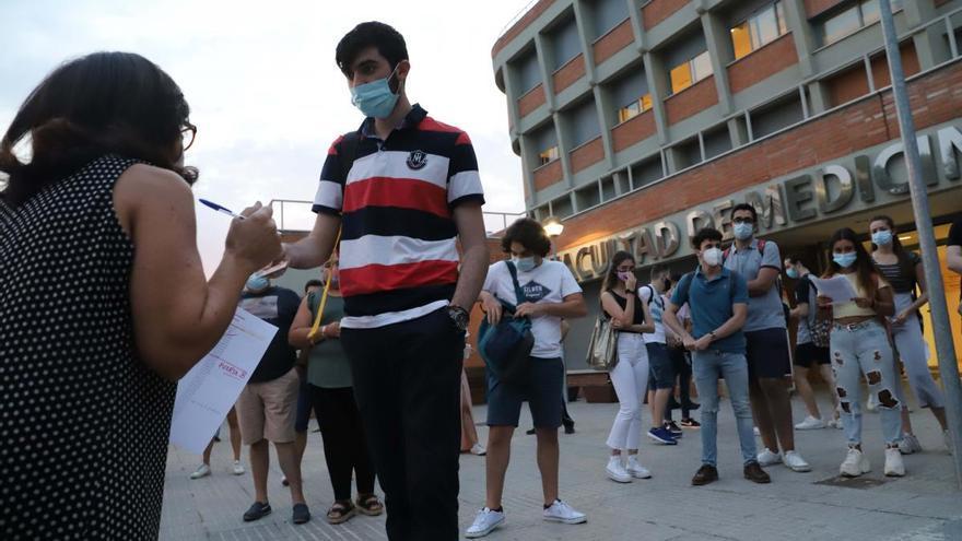 Los estudiantes se esfuerzan por la nota de corte en la Pevau