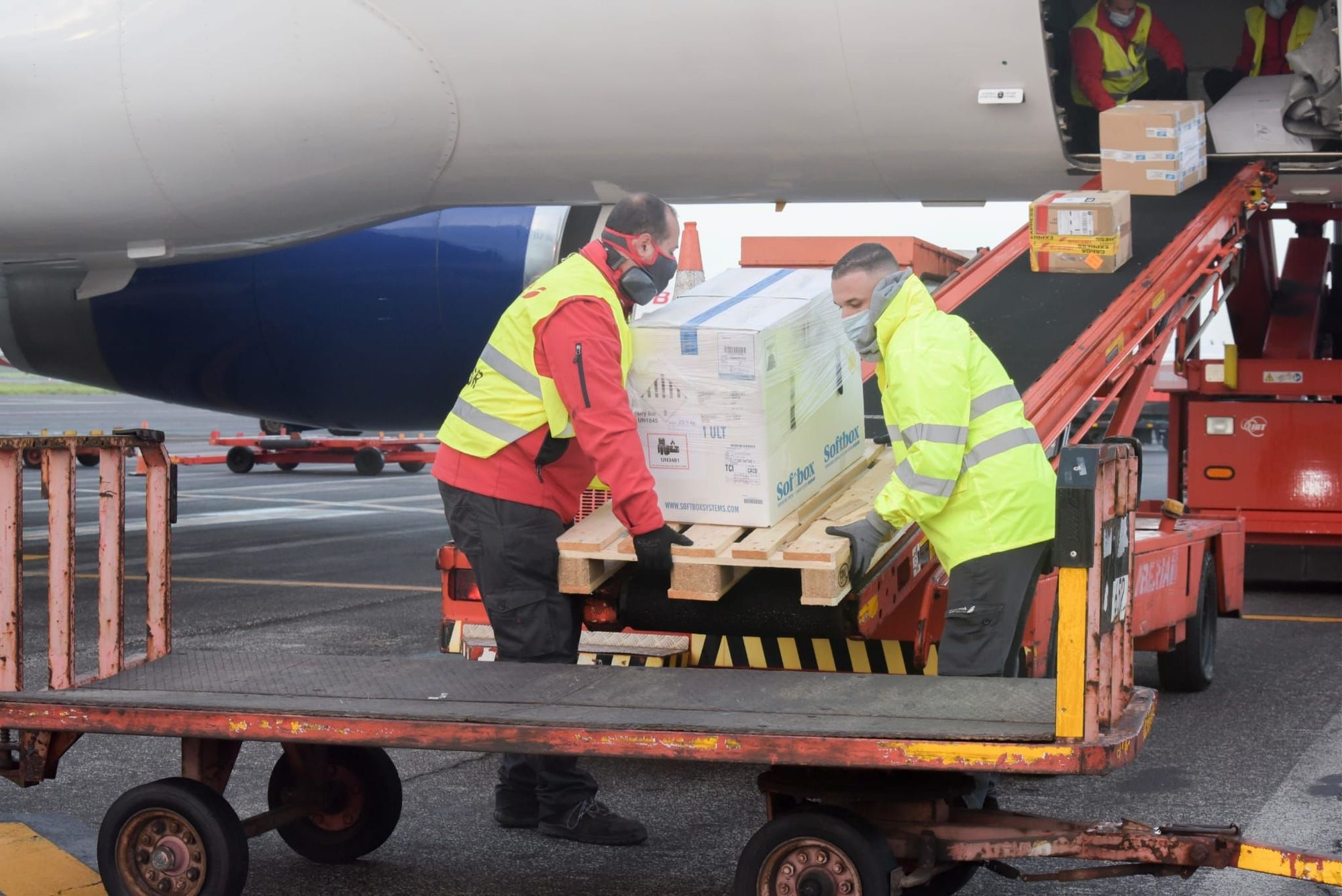 Llega a Canarias la segunda remesa de vacunas contra el coronavirus