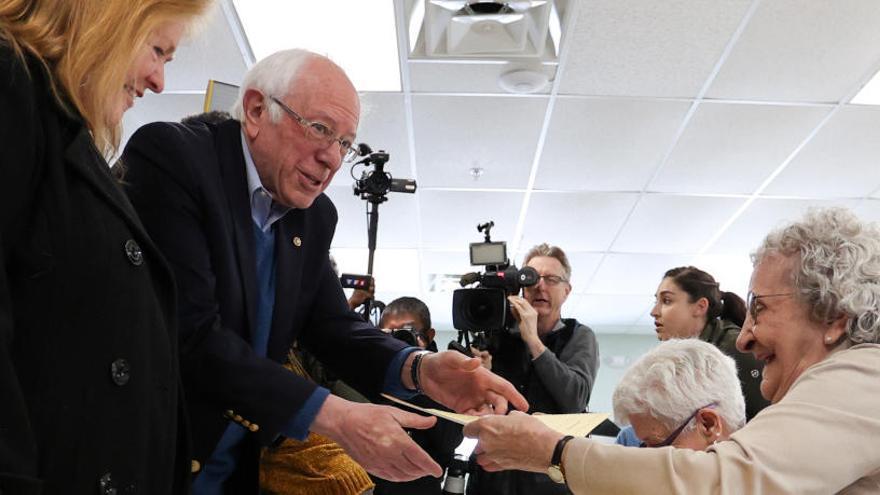 Los demócratas votan a su candidato en una jornada crucial