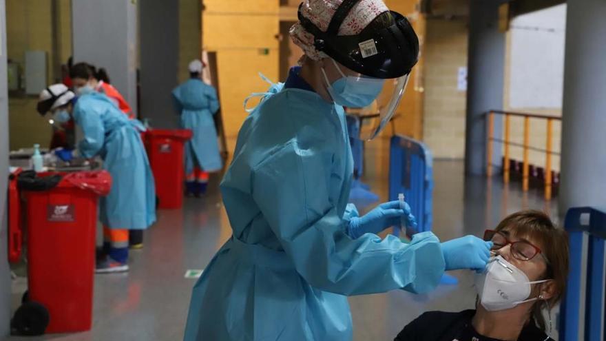 El nivel de contagio covid se sitúa en riesgo medio en Córdoba al caer su tasa por debajo de 100