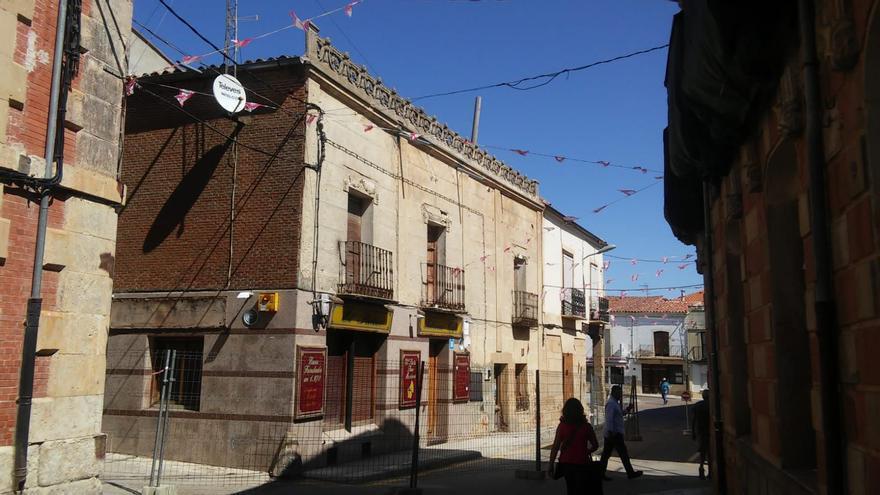El edificio de la calle Derecha de Fuentesaúco vuelve a enfrentar a PSOE y PP