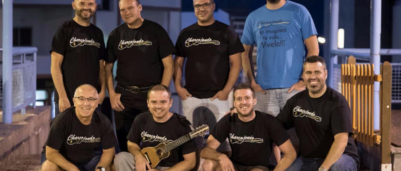El grupo Charcojondo, formado por un grupo de amigos de Lomo Magullo.