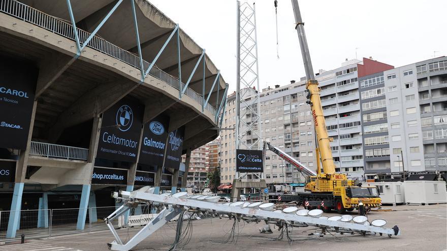 El Concello desmontará la próxima semana la torre de iluminación de la grada de Gol