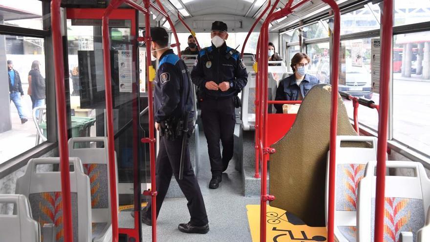 Controles del 092 en los autobuses urbanos para vigilar el aforo