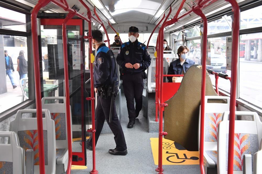 El 092 controla el aforo en los buses de A Coruña
