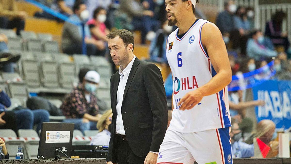 Pedro Rivero junto a Jonas Zohore el pasado viernes en Lugo. | FEB