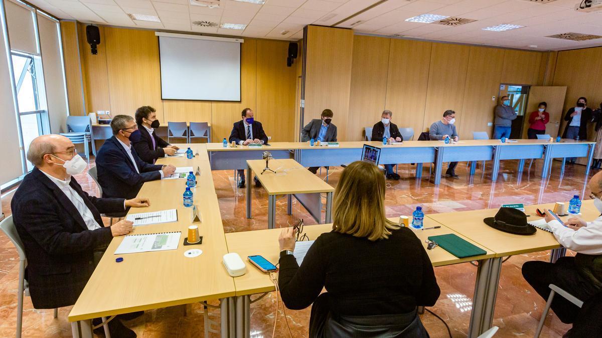 La reunión mantenida este lunes entre Hosbec y el conseller de Economía en Benidorm.