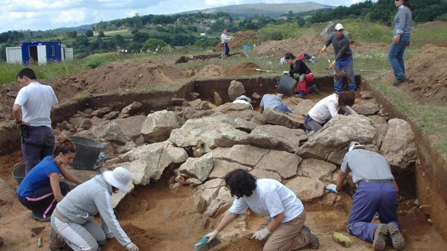 La firma que excavó el Castriño de Bendoiro deposita los materiales en el museo provincial